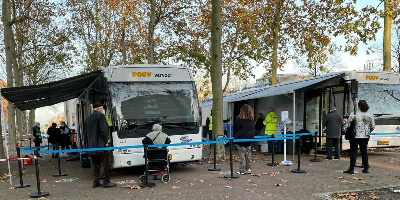 GGD zet ook tijdelijke testbus in Poelenburg om testbereidheid te stimuleren