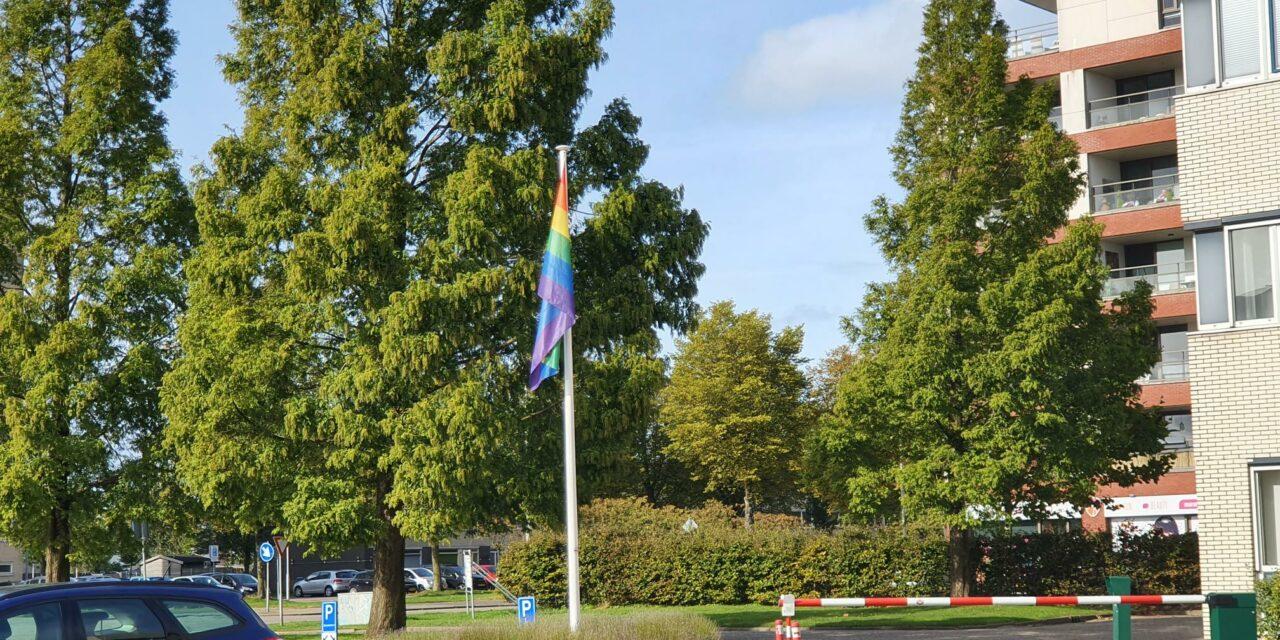 Vandaag hijsen wij de regenboogvlag: het is Coming Out Day!